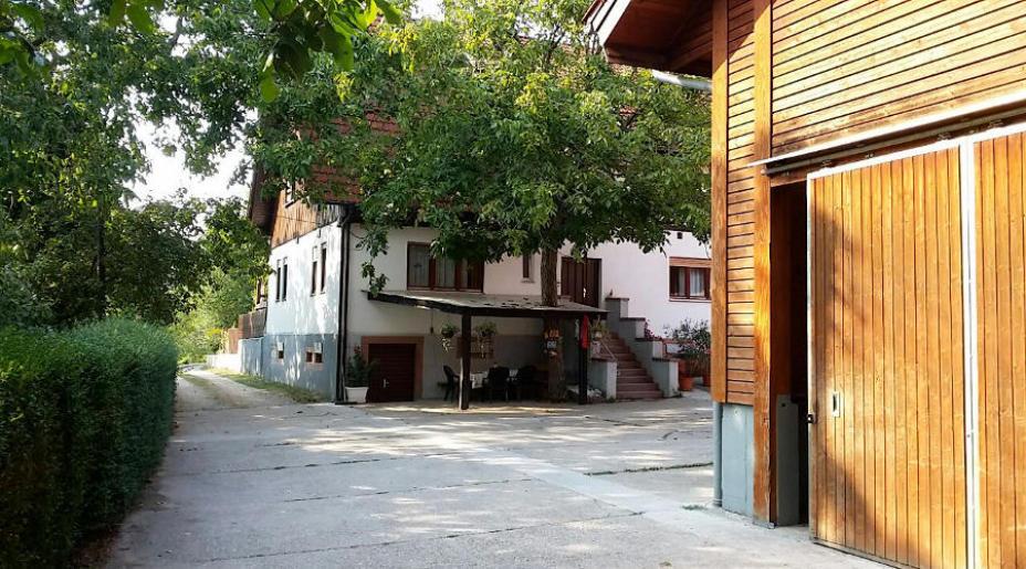 Pferdegestüt mit Wohnhaus
